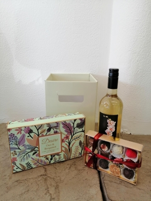 Floral Diffuser Set with Wine and Chocolates