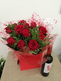 12 Red Rose Handtied with Wine